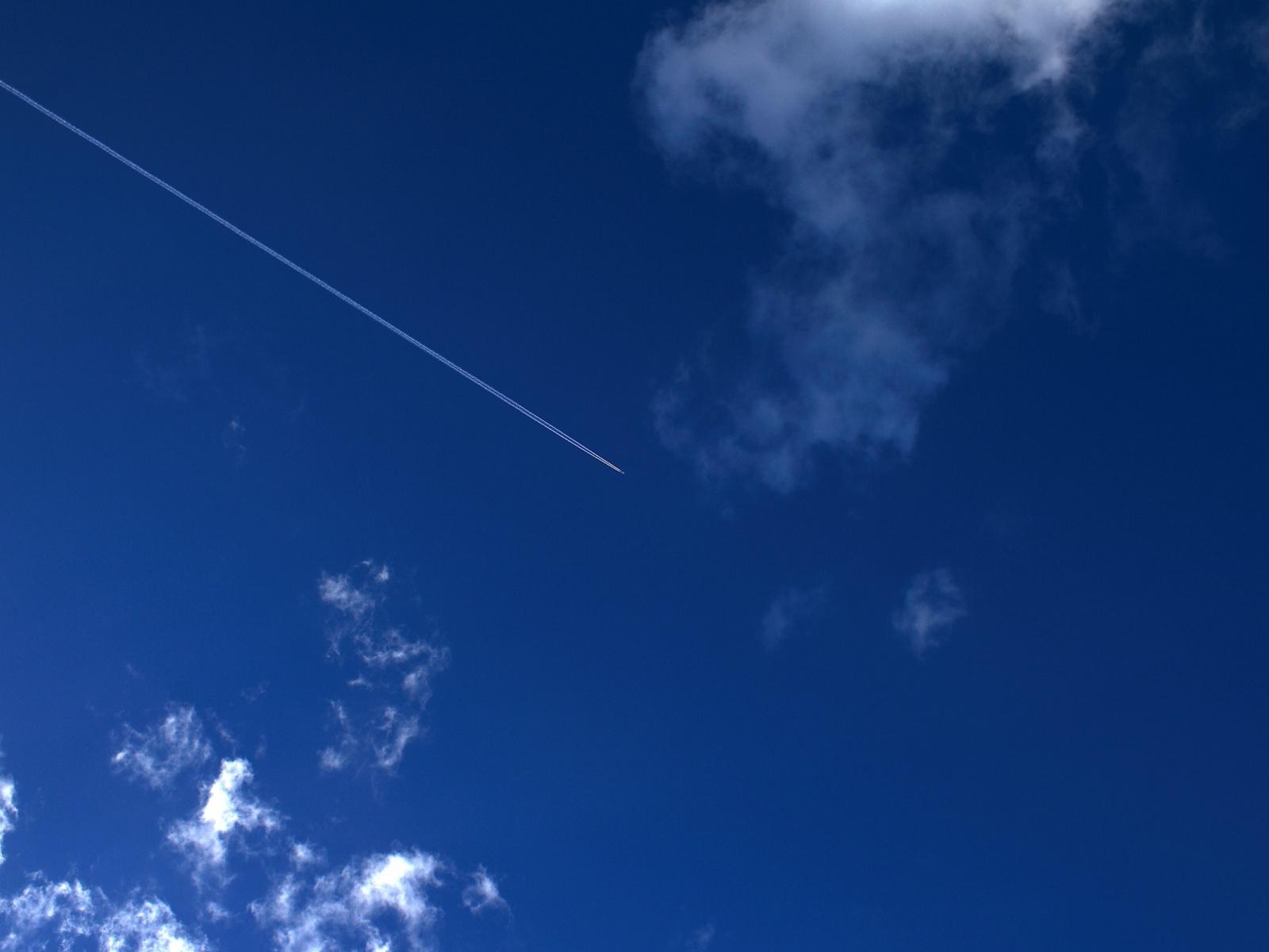 5366-avion-dans-le-ciel-viaa